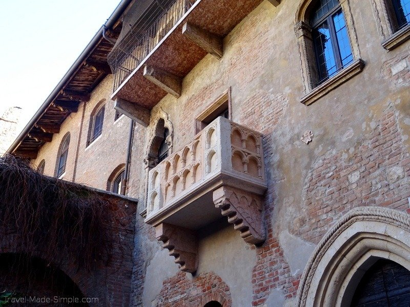 Juliet balcony Verona one week in Italy itinerary