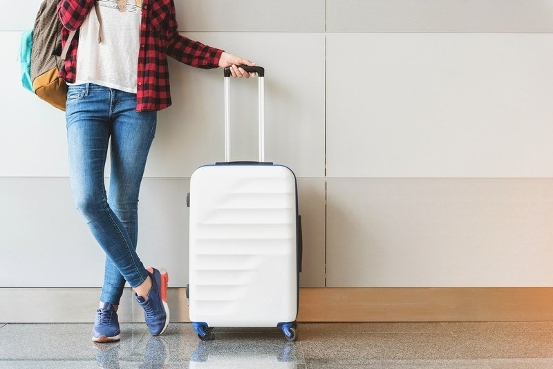 how to maximize a long layover - dealing with luggage