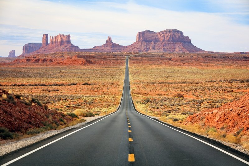 road to Monument Valley - best road trip itineraries in the southwestern USA
